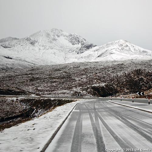 דרכים מושלגות ברמה הצפונית (Northern Highlands).