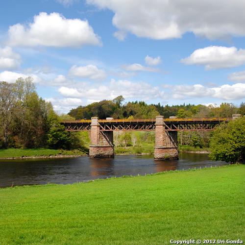 הנהר ספיי (Spey), שמלווה את שמו לעמק הספיי (Strathspey) ואיזור ספייסייד (Speyside).