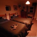 חדר טיפוסי של B&B קטן, בעיירה פוֹרְט אֶלֵן (Port Ellen) שבאי אָיְלַה (Islay).