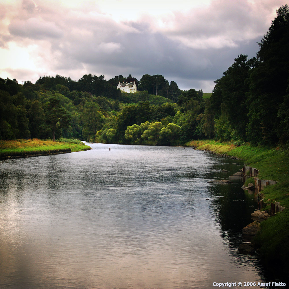 נוף של הרמה הסקוטית, באיזור הנהר ספיי (River Spey).