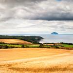 נוף של חופה המערבי של סקוטלנד המשקיף אל אילסה קרג